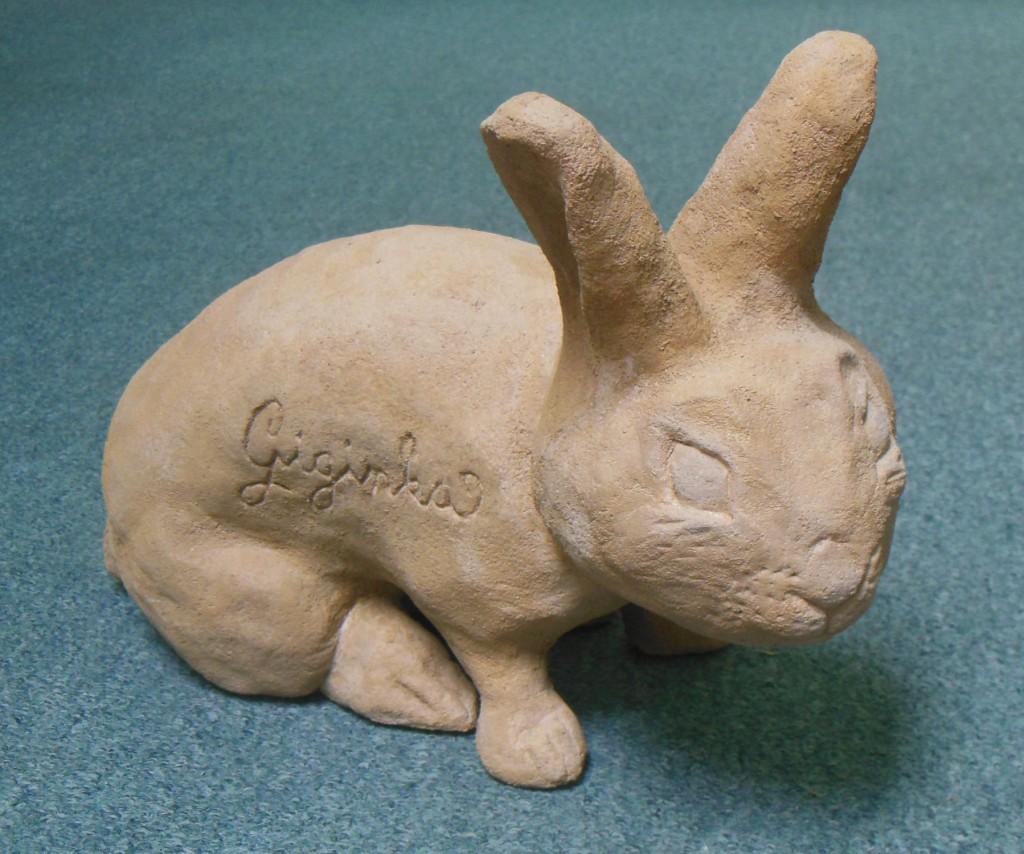 Soška králíčka do zahrádky