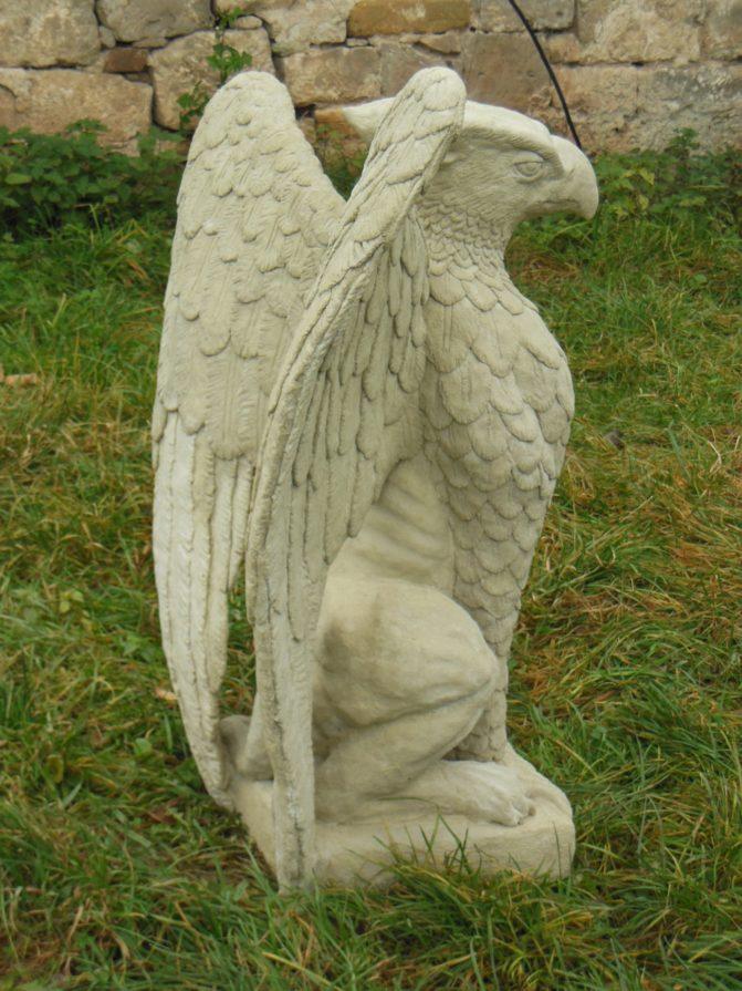 Kamenná socha, umělý pískovec, bájný gryf, lev a orel, socha do interiéru i exteriéru